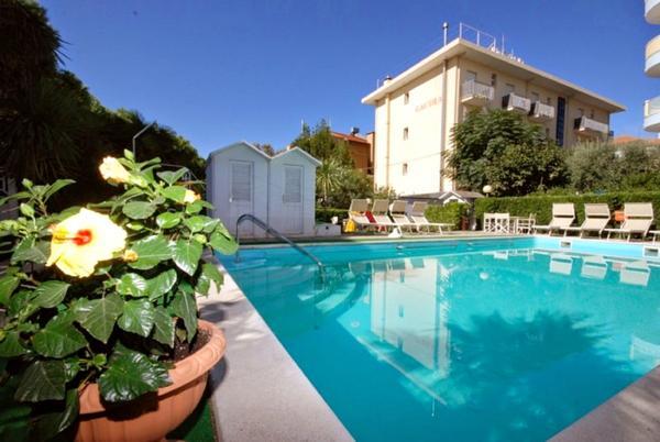 Hotel Gaudia - プール