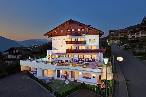 Hotel Tyrol - Outside