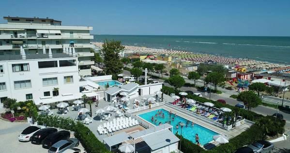 Club Hotel Promenade Universale - Outside
