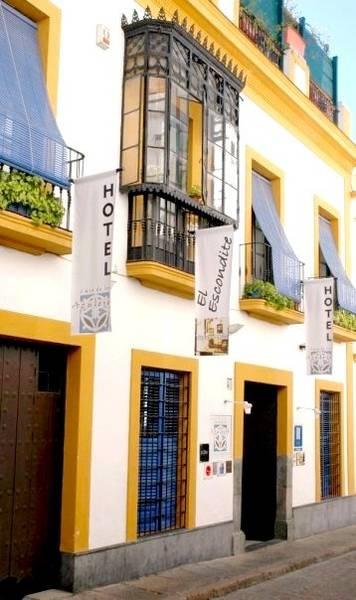 Hotel Casa de los Azulejos - Outside