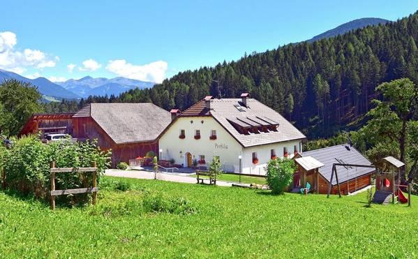 Ferienwohnungen Bauernhof Perfila - Aussenansicht