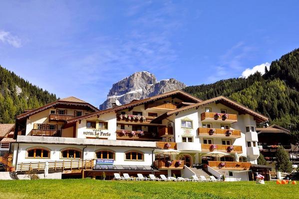 Hotel La Perla - Outside