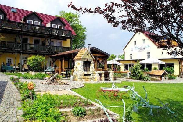 Landgasthof u. Landhotel Heidekrug - buitenkant