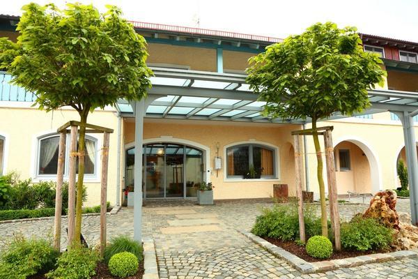 Landgasthof Hotel Vilstaler Hof - Outside