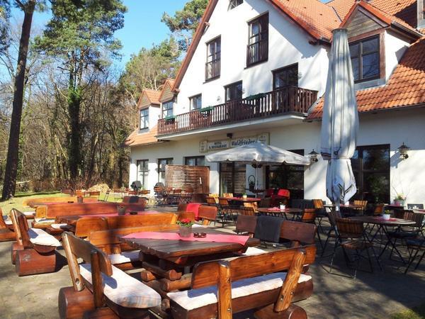 Hotel Restaurant Waldfrieden - Vista al exterior