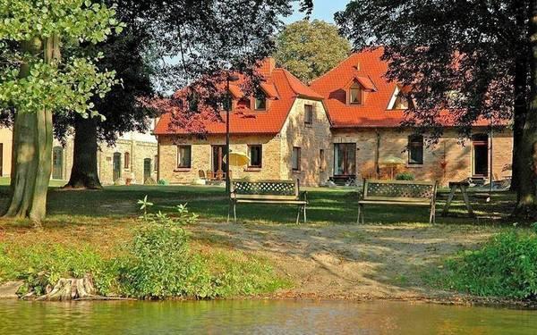 Gästehaus & Ferienwohnungen BärenHof am Kritzower See - Outside