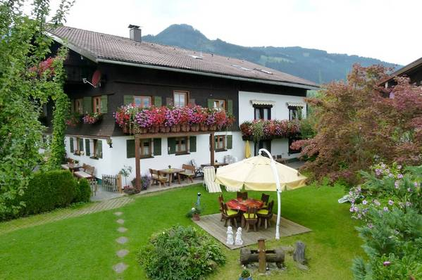 Gästehaus Caser Ferienwohnungen u. Gästezimmer - Aussenansicht