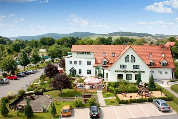 Hotel Zum Kloster · Restaurant · Tagungsstätte · Bowling - Aussenansicht