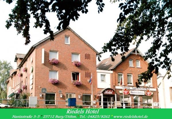 Riedel's Hotel - Gli esterni