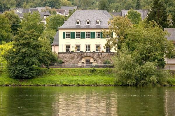 Wein und Landhaus S.A. Prüm - Aussenansicht