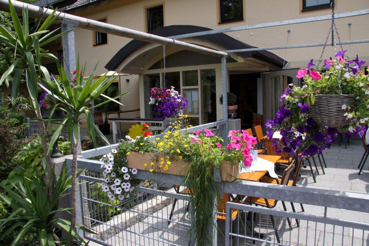 Hotel restaurant camping bauer keller in 91171 greding for Hotelsuche familienzimmer