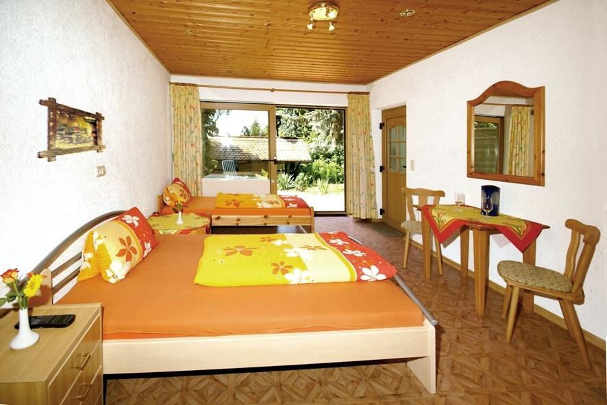 Hotel pension zum deutschen haus in 61479 glash tten for Hotelsuche familienzimmer