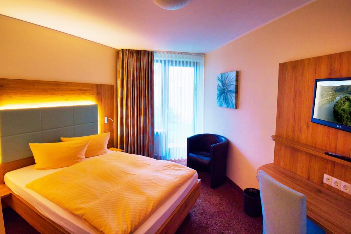 villa am rhein hotel restaurant in 56626 andernach am rhein deutschla. Black Bedroom Furniture Sets. Home Design Ideas