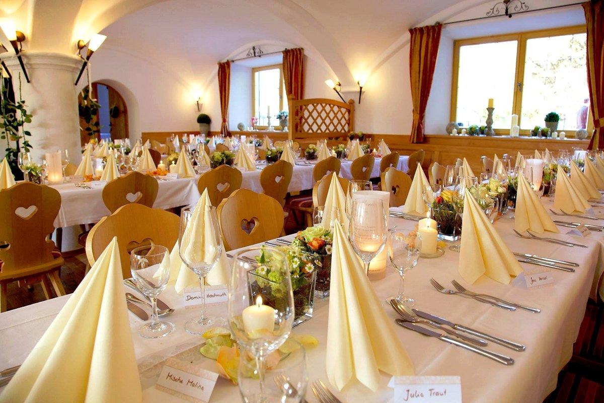 HOTEL GASTHAUS NEUWIRT in 83607 Holzkirchen-Hartpenning, Deutschland