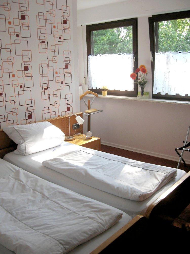 pension haus ursula in 56072 koblenz g ls an der mosel deutschland. Black Bedroom Furniture Sets. Home Design Ideas