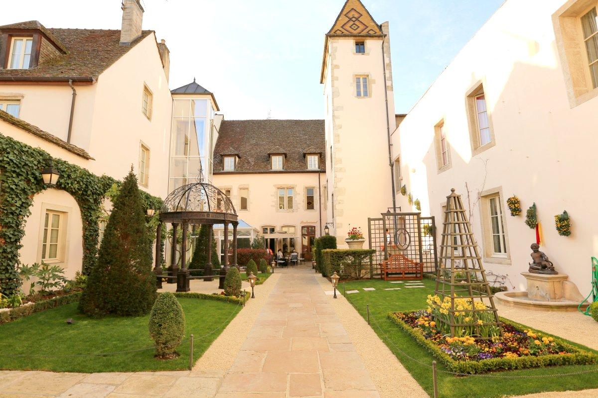 Hotel Le Cep Spa Marie De Bourgogne Outside