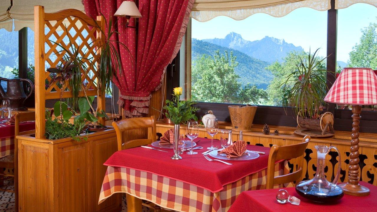 HôTEL RESTAURANT LE BOIS JOLI à 74500 SaintPaulenChablais, France ~ Restaurant Le Bois Joli