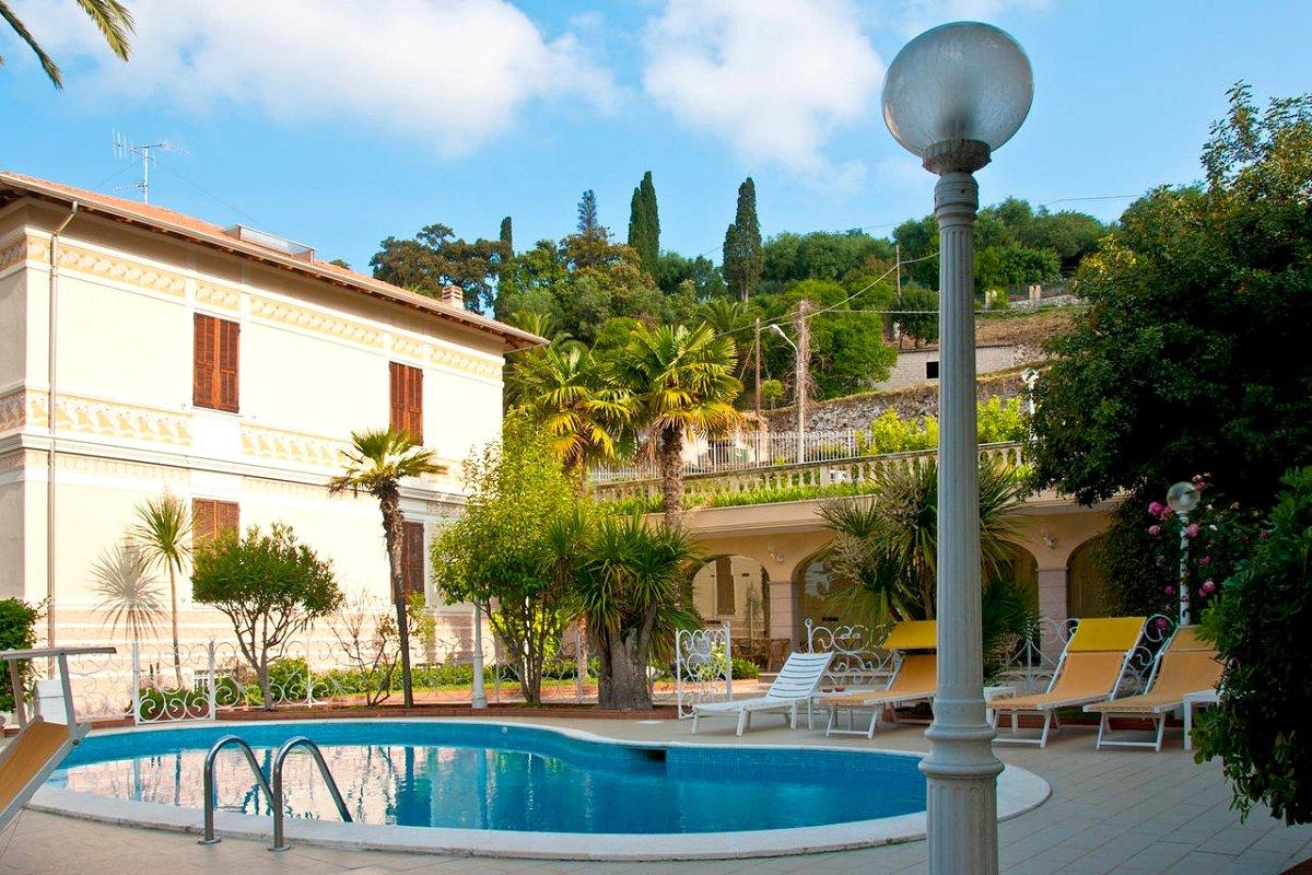 B B Letti Al Castello Finalborgo.Park Hotel Castello In 17024 Finale Ligure Italia