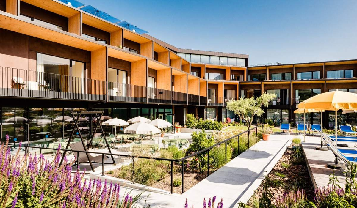 Hotel thalhof am see in 39052 caldaro al lago kaltern am for Hotelsuche familienzimmer